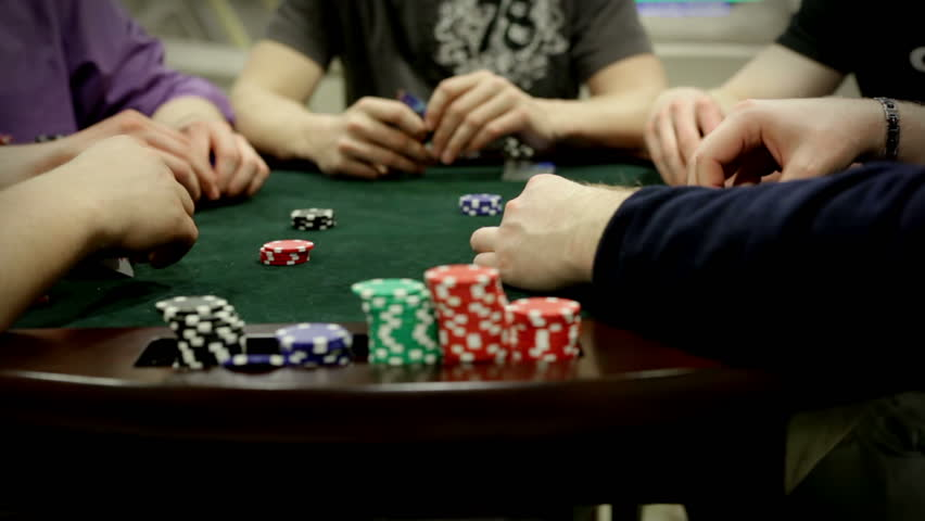 A few specialties and features of online casinos in comparison to property