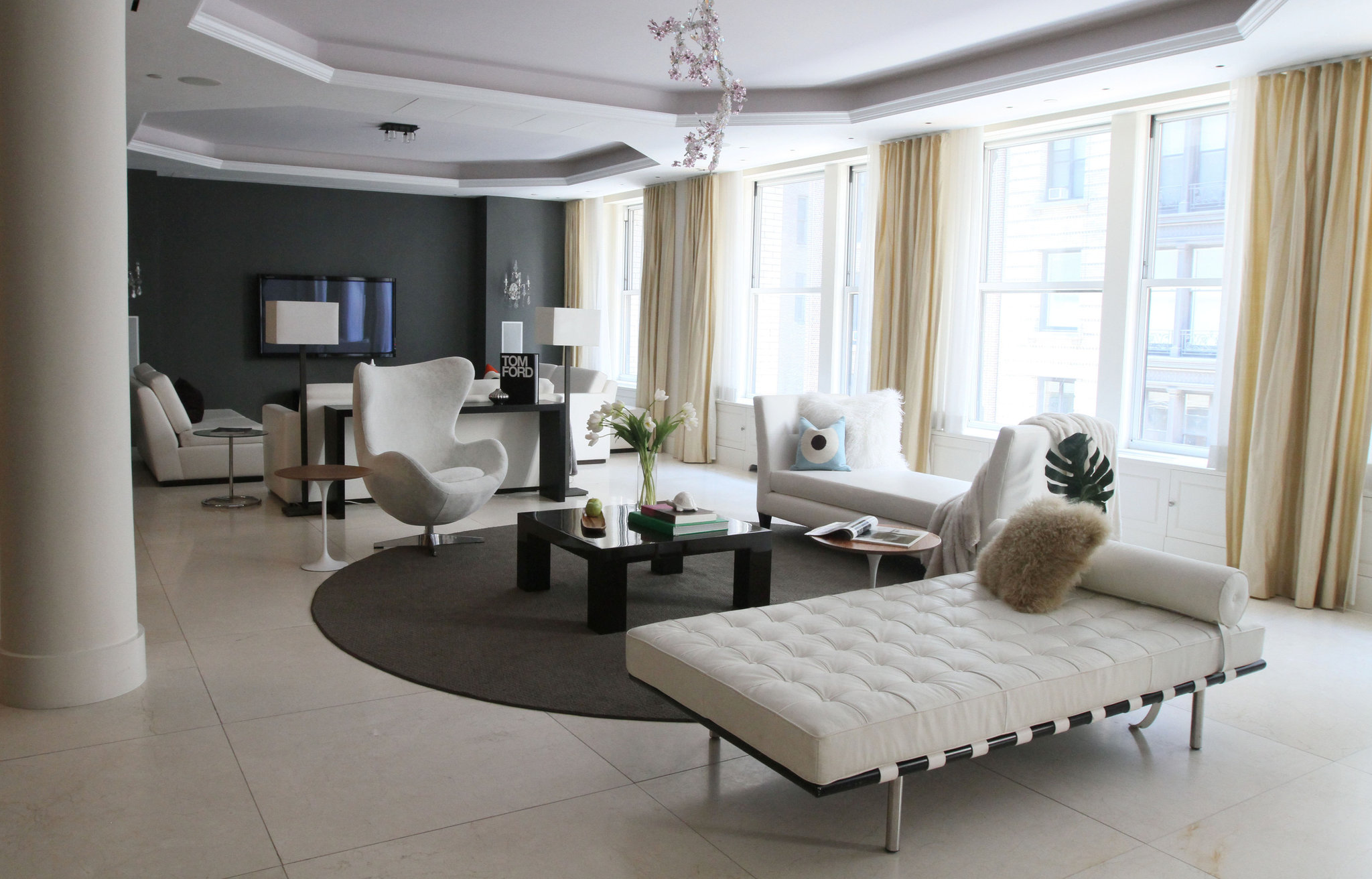 Virtual consultations from professionals in the remote home staging