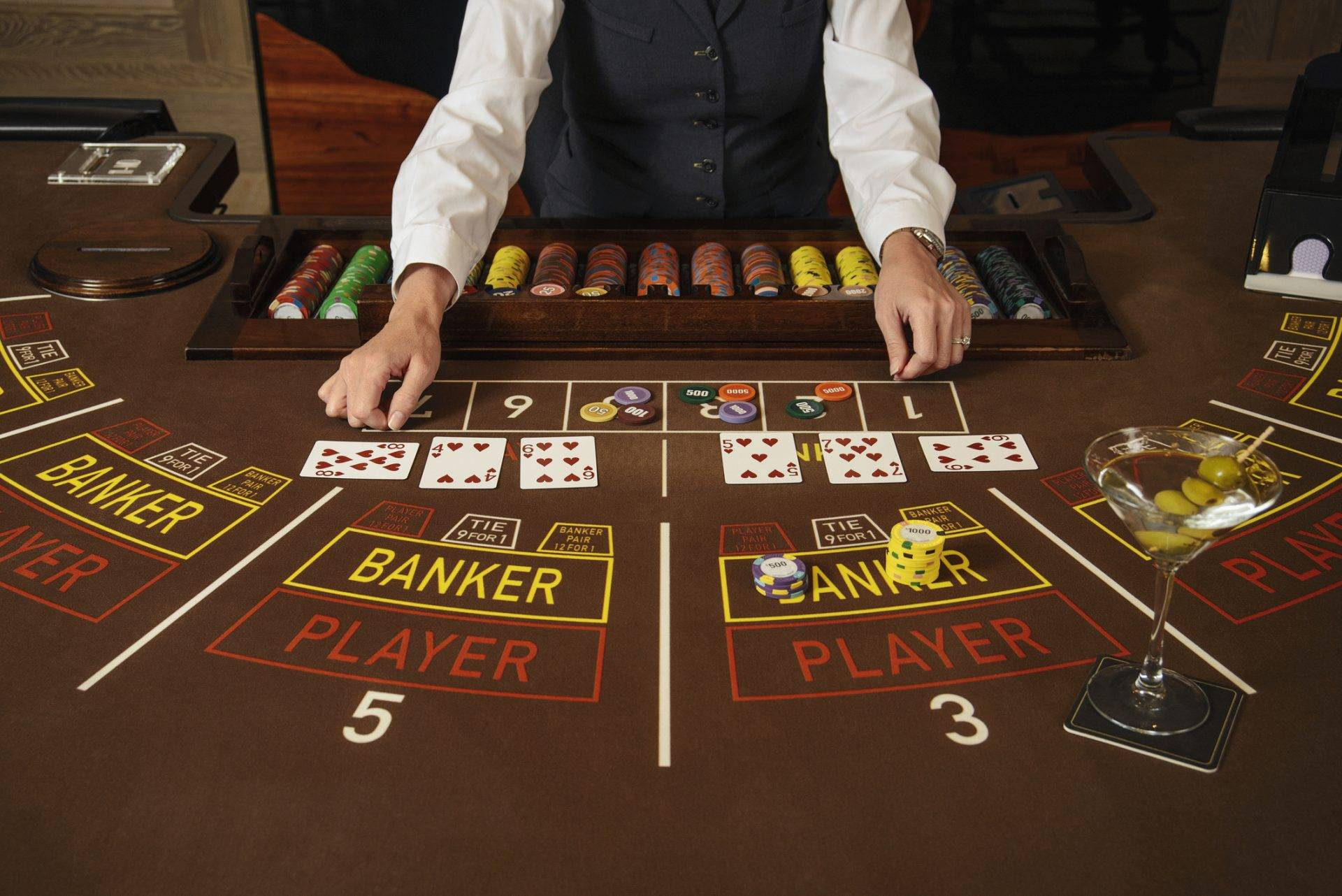 With the tutorial videos, you will win money in Baccarat online