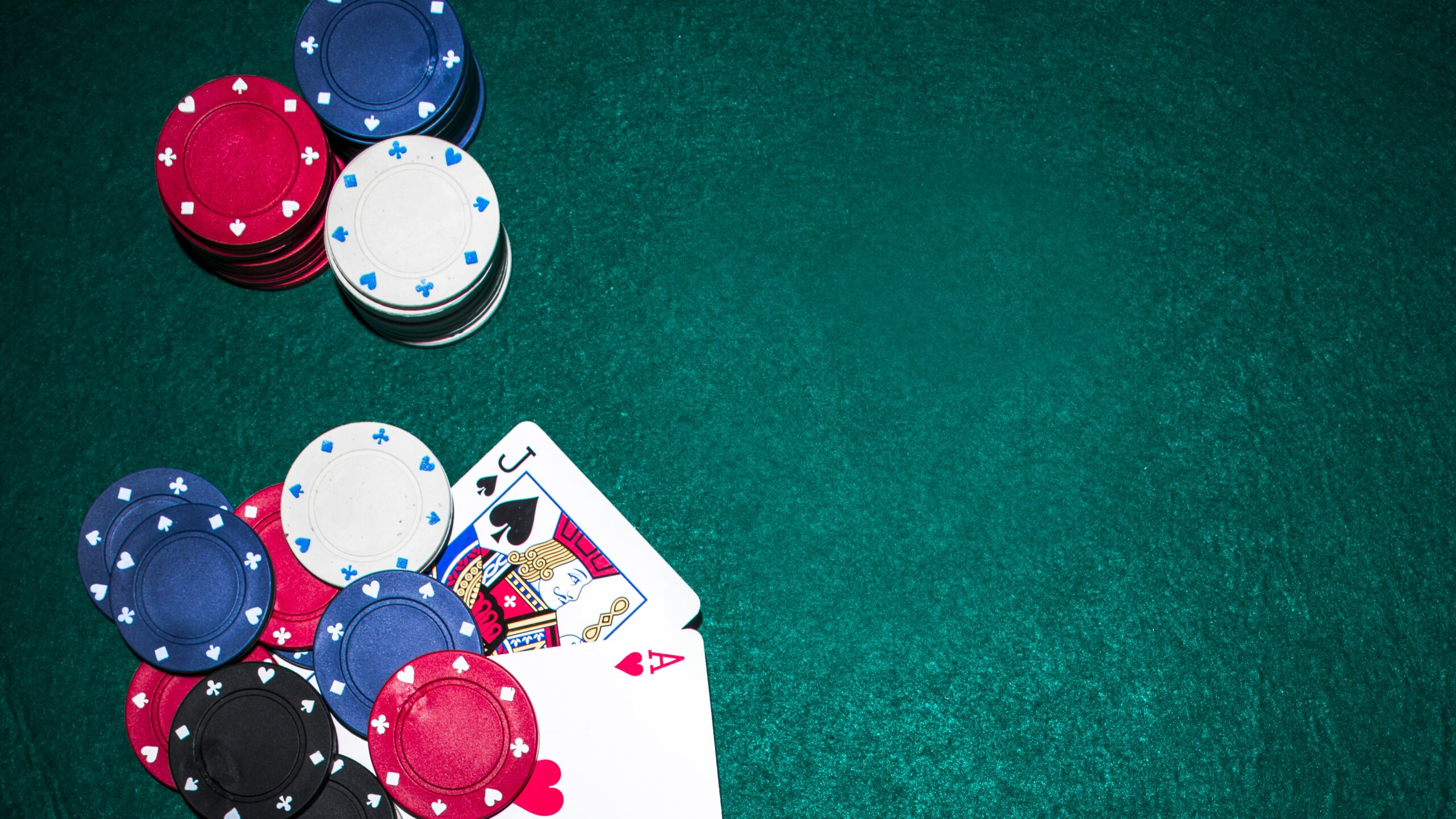 What to know while applying at the online card games site?