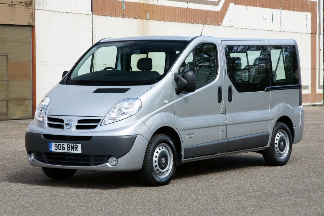 Dissimilarities between a 7 Seater Hire along with a standard 1