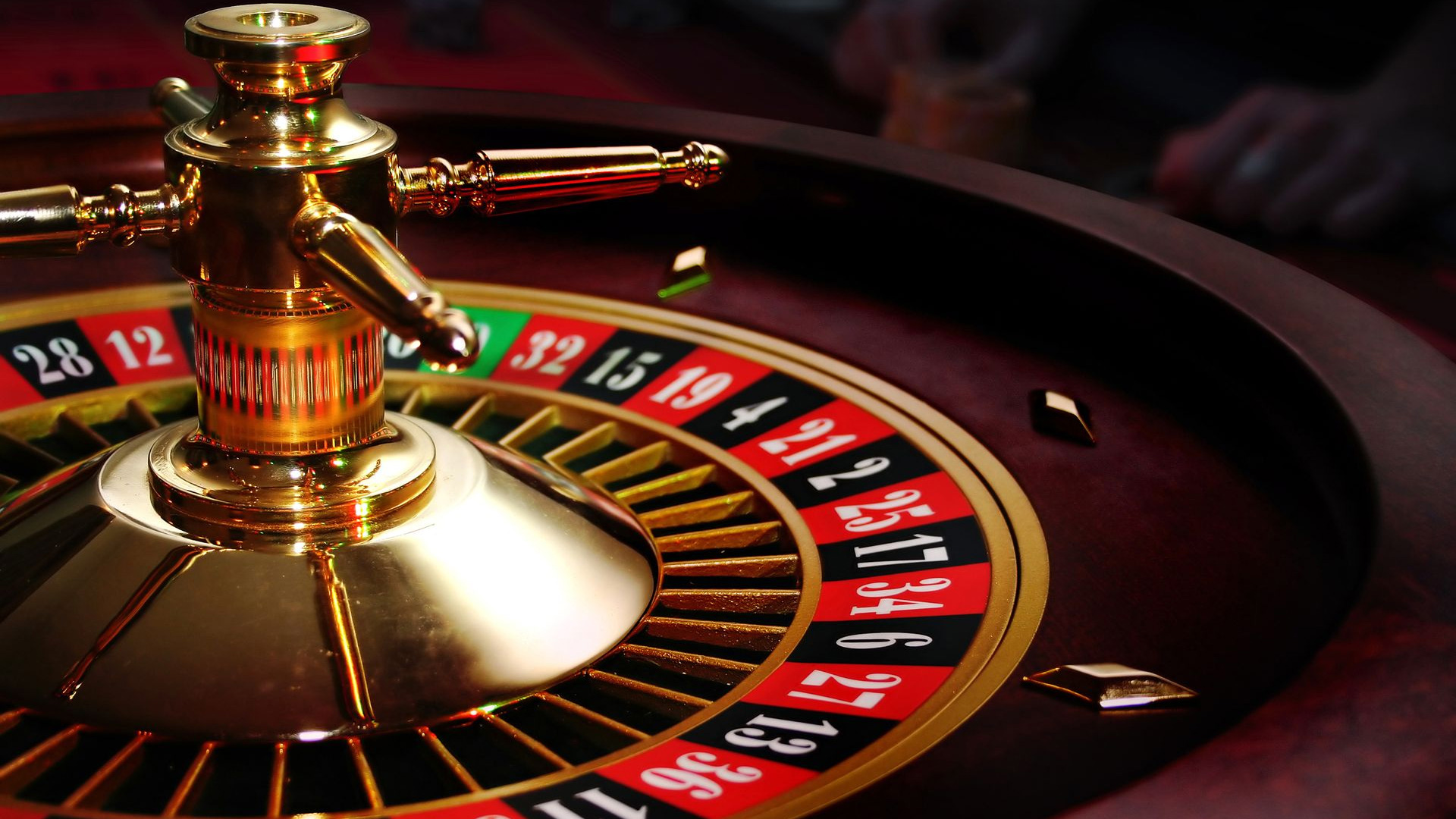Why people are moving from playing casino games to playing online poker